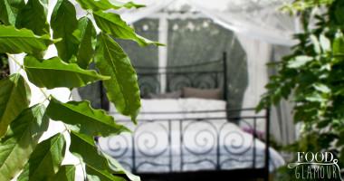 buiten-slapen---foodglamour--tuin--witte--tent---outside---sleeping